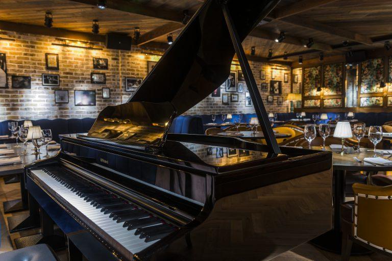 Piano at Juls At Shu
